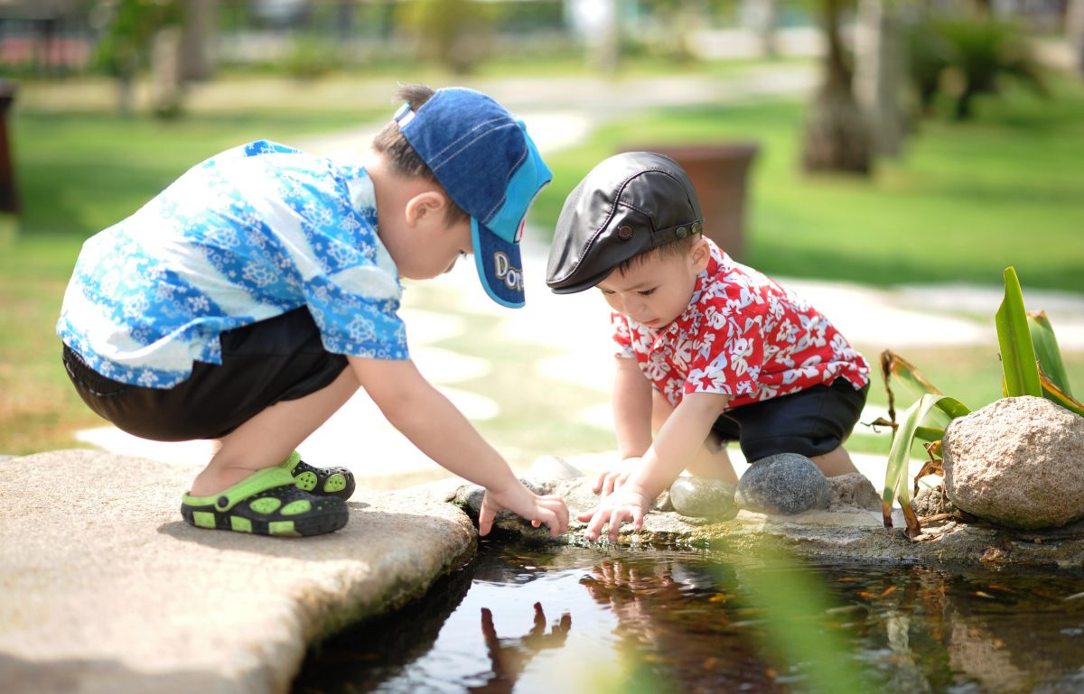 Preschoolers discovering nature